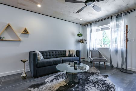 Old Town Scottsdale Designer Condo
