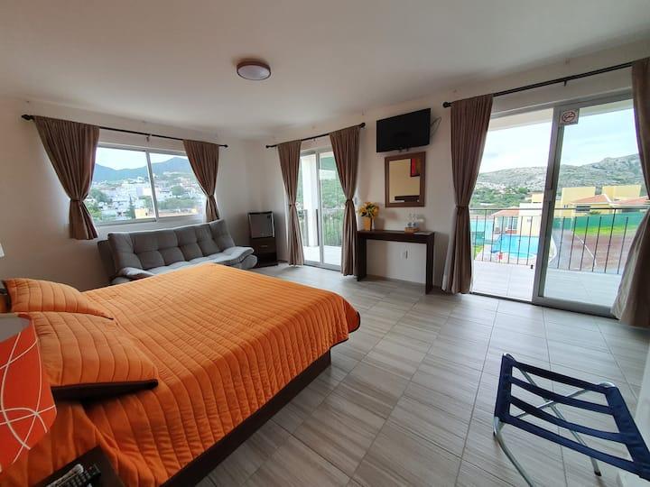 Suite con balcón y vista a la Peña de Bernal