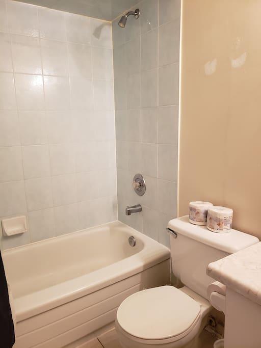 Bathroom (2/2)