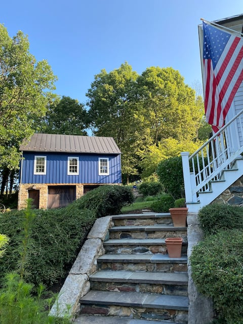 Cozy Carriage House in Historic Waterford Village