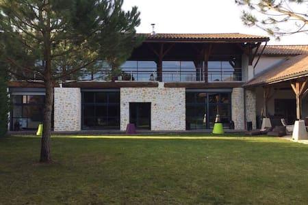 Spacieuse maison et grand confort - Saint-Victor-de-Cessieu - Haus