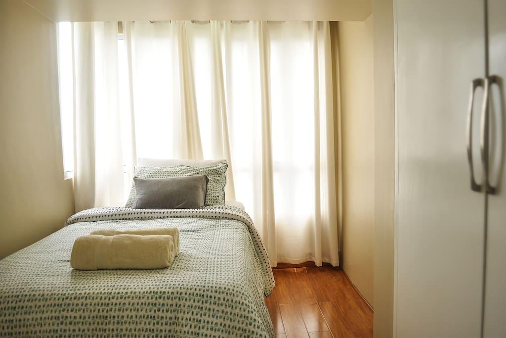 1st bedroom w/ single bed.