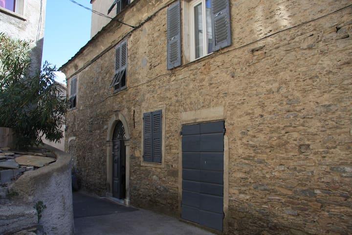 Appartement dans une maison typique Corse