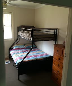 Private room with double & single bunk bed - Aberdare