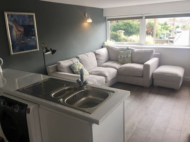 Self contained Flat, close to Bristol airport