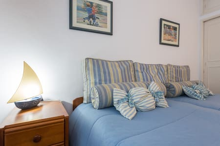 Private Twin bedroom in Albufeira old town