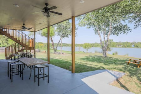 Luxurious Lakehouse - 4600 Sq Ft/1 acre*Brand New*