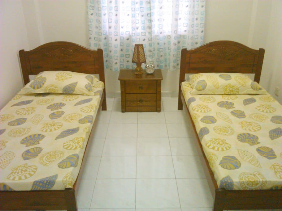 Twin Room Has 2 single beds