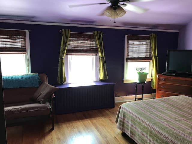 Comfy space in lovely home (Master/Lilac Bedroom)