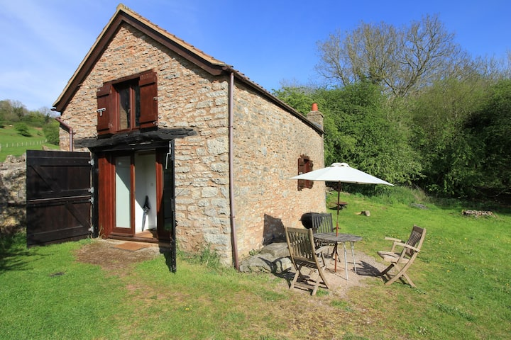Secluded Shepherd's Barn with stunning views