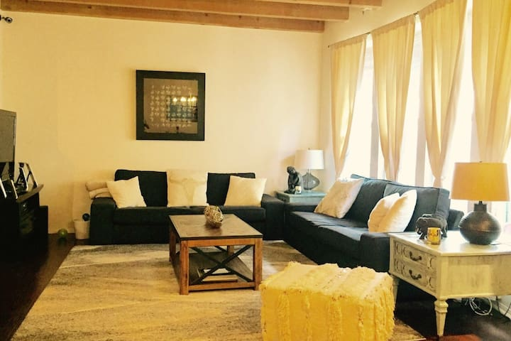 Gorgeous 3 Story TownHouse in Los Angeles! - Los Angeles - Rumah bandar