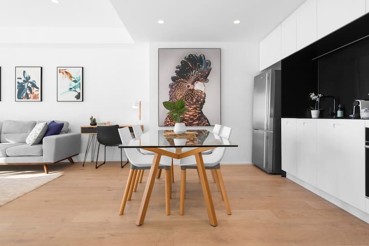 Stunning Bondi executive apartment