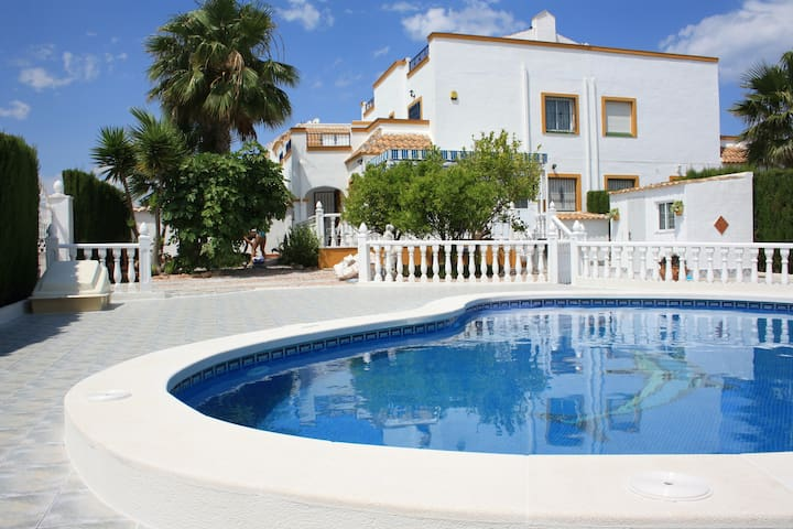Private pool-large outdoor area (Playa Flamenca) - Orihuela - Huis