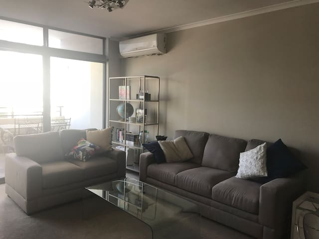 Private Room in Apartment  Perth CBD( Northbridge)