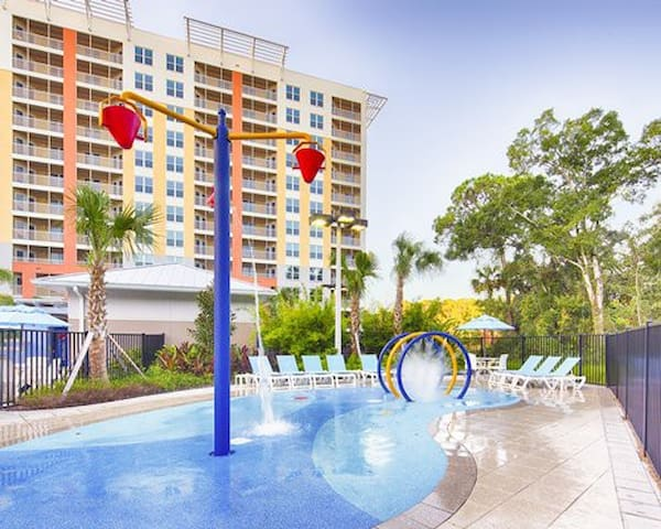 2 Bedroom Lock out units for 8 Near Disney