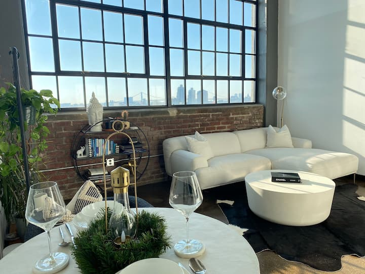 Loft Photo Studio w/ City View - No Overnight Stay