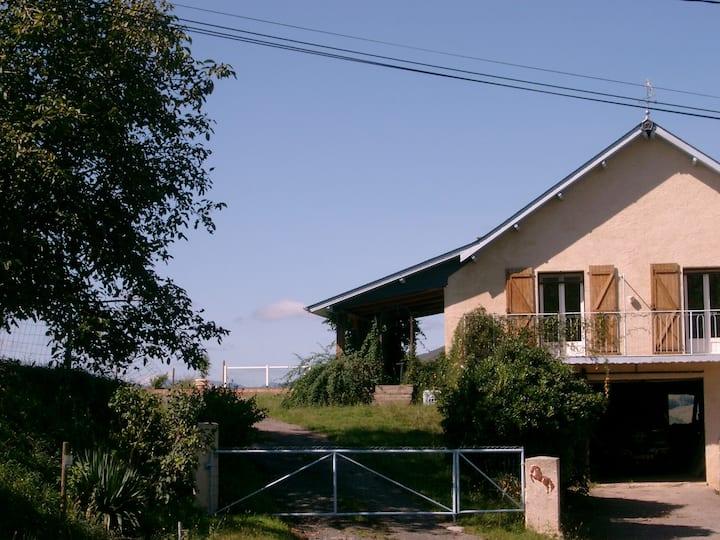 Maison 2* et sa  piscine avec vue sur les Pyrénées