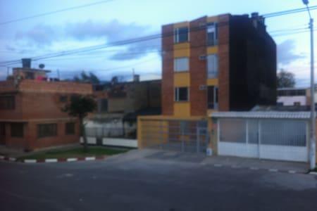FAMILIA MUZU - Bogotá - Hus