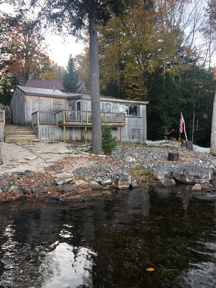 Perfect getaway! Quintessential lakefront cottage!
