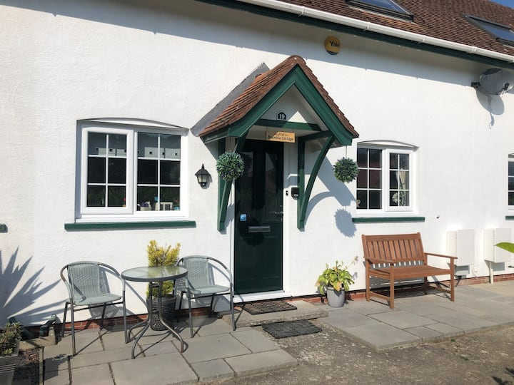 Bramble Cottage - Sleeps 5/6 with FREE WiFi