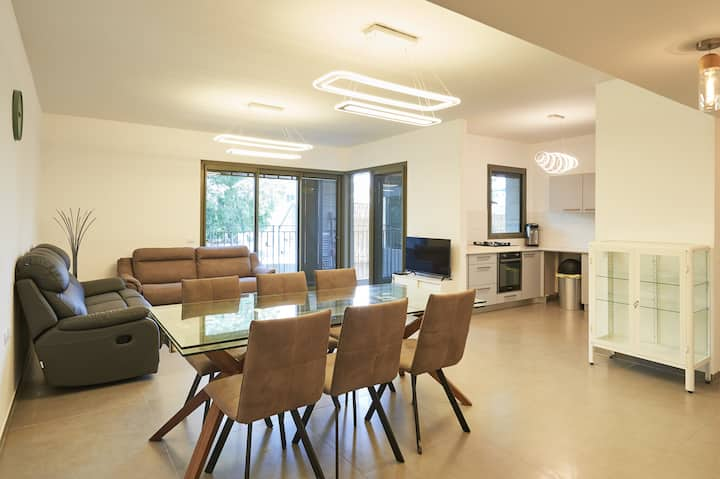 Boutique Luxury apartment with parking