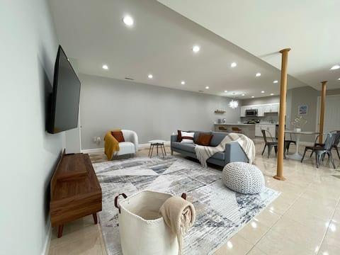 Mid-Century Luxury Retreat, 2 BEDR, Kitchen, Sauna