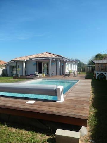 Jolie Villa avec piscine chauffée - Gujan-Mestras - Talo