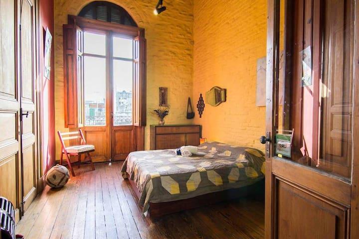 Habitación en casa del S. XIX restaurada. - Montevideo - Bed & Breakfast