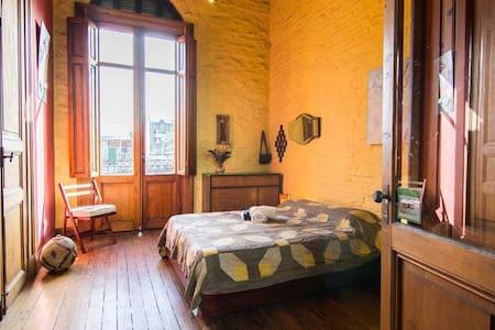 Habitación en casa del S. XIX restaurada. - Montevideo - Inap sarapan