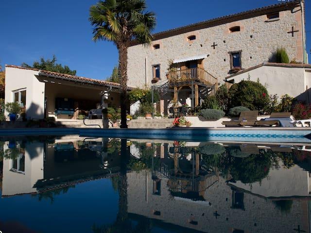 (-20%) Gîte en Pays de Cocagne, grande piscine - Cuq-Toulza - Lejlighedskompleks