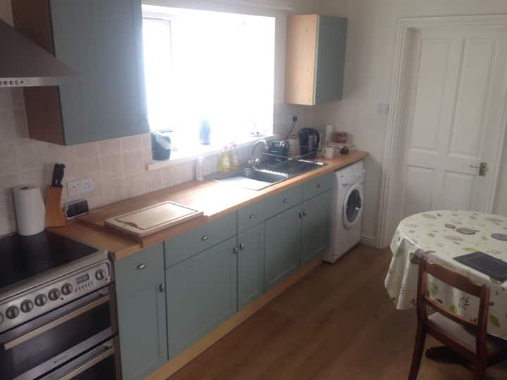 Traditional 5 bed house, close to Cardiff