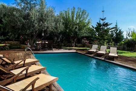 Incredible Hideaway Holiday Villa Rania - Skala