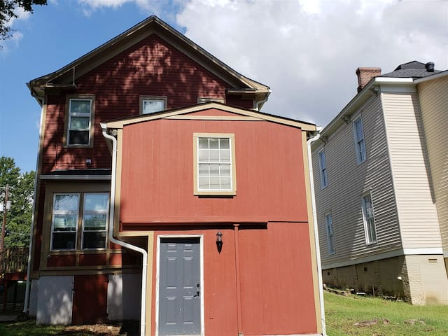 1 Bedroom, 1 Bath private apartment, 1 block from Mercer and Hospitals