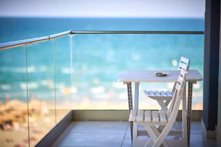 Paradise Sea View 2BD apt Spa n Pools beach resort