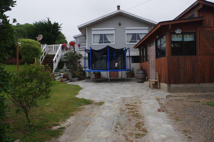 Hermosa Casa con Quincho y Jardín Pichidangui