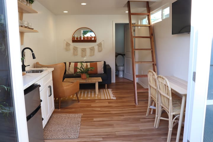 Modern Studio + Loft! Close to Downtown! Walkable!