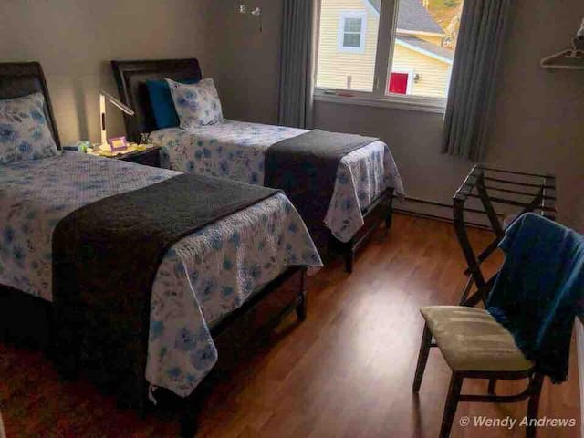 Andrews B&B, Twin Beds, en-suite bathroom