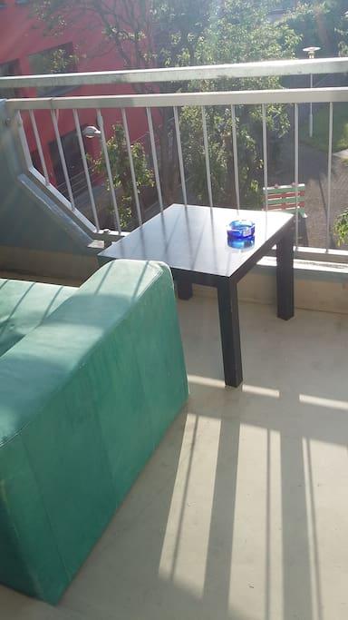 Der Blick vom Balkon in den Hinterhof