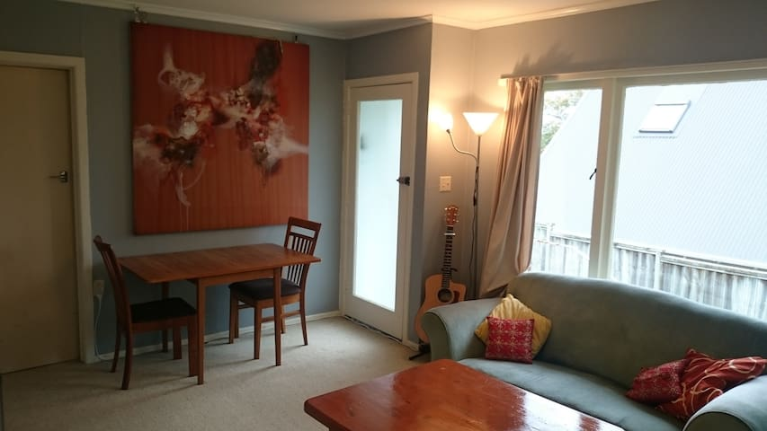 Sunny unit in charming historic village w beaches - Auckland - Appartement