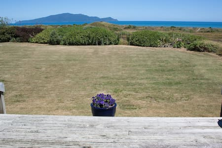 Ocean View, Beach Front Retreat - Te Horo - Aamiaismajoitus