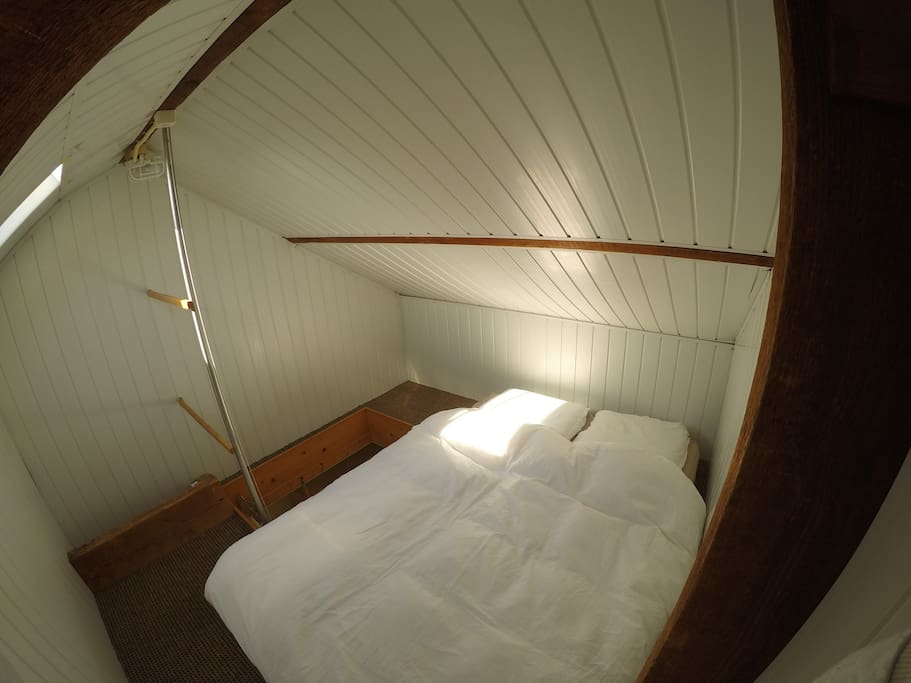 Bedroom is entered by vlizo stairs