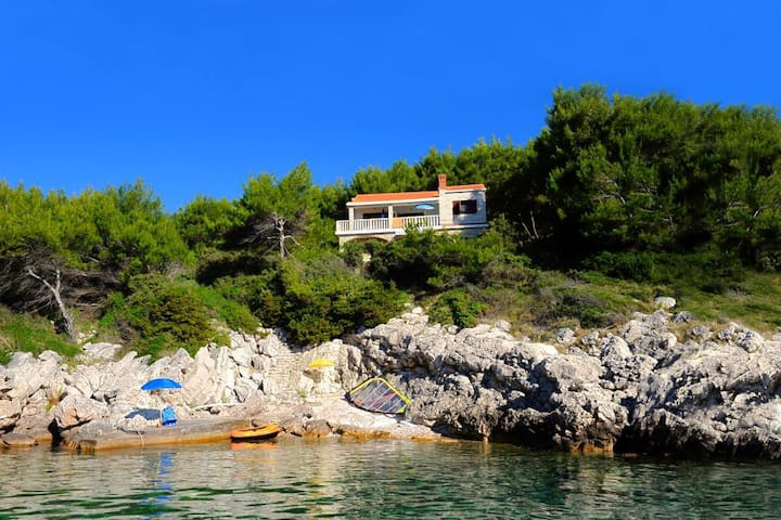 One bedroom apartment near beach Prižba, Korčula (A-9229-b)