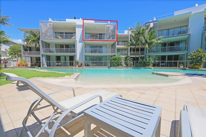 Beautiful 3 Bedroom rooftop apartment, right near the beach in Casuarina