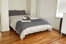 Corporate Rental Duplex | 15min NYC | Grove Path