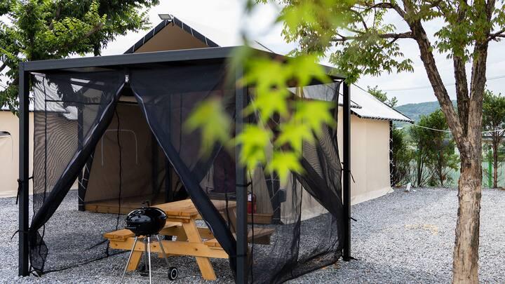 캠핑의 낭만과 더불어 편안한 잠자리를 제공하는 글램핑2(객실 현장랜덤배정)
