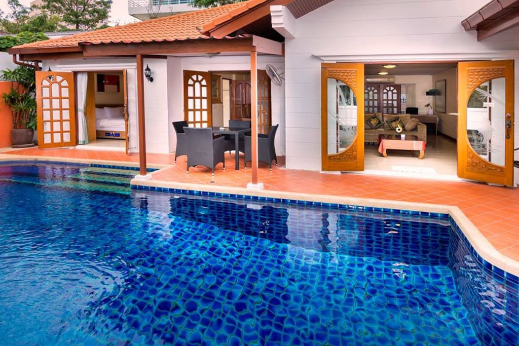 open plan house, dinning table, Tv face to swimming pool, Master bed room and room 4 open to the pool