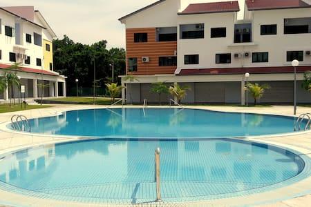 FunHouse, King Double, Lot 10 beach - Pangkor Island