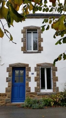 Maison avec jardin clos près du port du Bono
