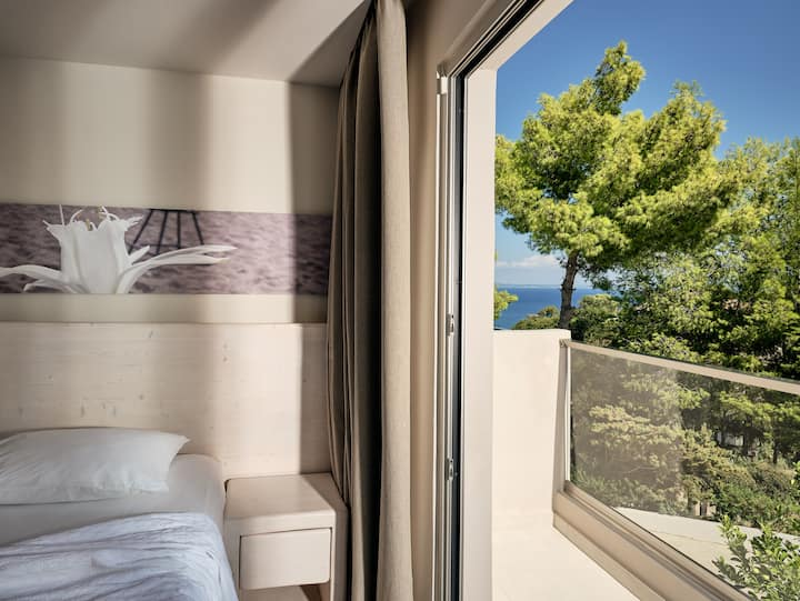 Ionian Hill   Single Room   Garden View [13 m²]