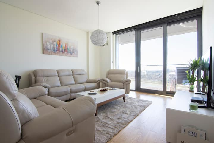 Luxury brand new condo with 180-view, pool and gym